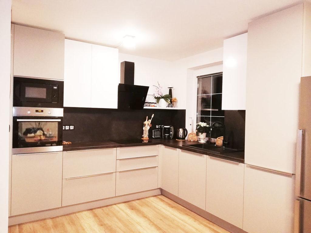 Realizace rohové kuchyně do rodinného domu Praha 4